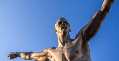 Cristiano Ronaldo no es la única estrella del fútbol con una estatua extraña